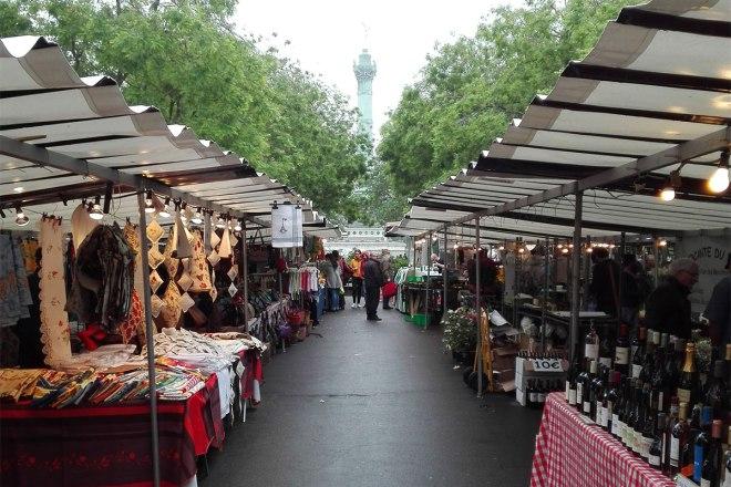 marche-bastille-market-stalls