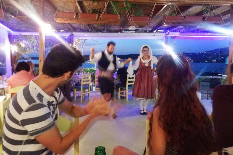 paros-dinner-and-greek-dancing