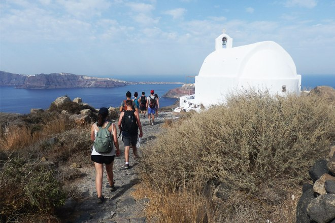 sunrise-hike-to-oia