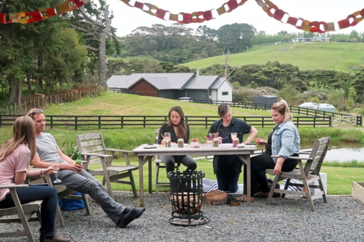 friends-dining-on-the farm