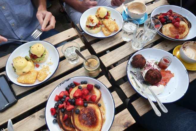 burnt-toast-cafe-brunch-with-friend-in-brixton-village