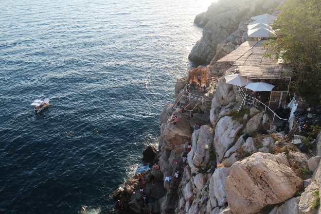 cliff-diving-bar