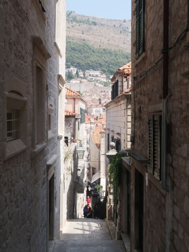 dubrovnik-old-town-alley