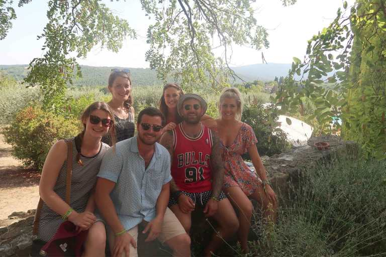 tour-group-in-the-chianti-vineyard