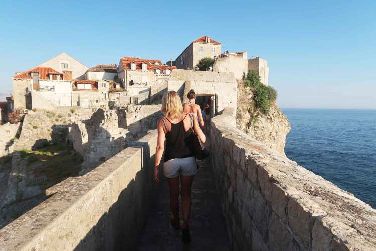 walking-dubrovnik-walls
